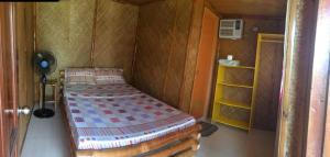 Guanna's Place Room and Resto Bar, Inns  Malapascua Island - big - 28