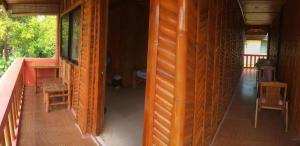 Guanna's Place Room and Resto Bar, Inns  Malapascua Island - big - 27