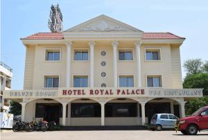 Hotel Royal Palace, Отели  Karad - big - 1