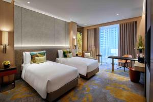 Luxury Twin Bed Room with Club Access