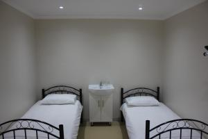 Bunk-Bed Room with Shared Bathroom