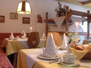 Garni Ingrid, Bed and Breakfasts  Dobbiaco - big - 41
