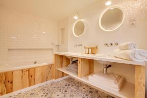 Magnifique villa avec piscine au Cap Feret, Dovolenkové domy  Cap-Ferret - big - 11
