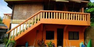 Guanna's Place Room and Resto Bar, Inns  Malapascua Island - big - 17
