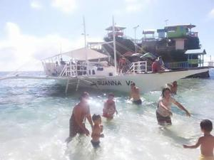 Guanna's Place Room and Resto Bar, Inns  Malapascua Island - big - 69