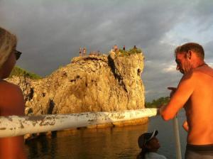 Guanna's Place Room and Resto Bar, Inns  Malapascua Island - big - 73