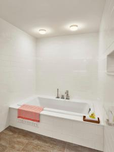 One Bedroom Diamond Head Ocean View Suite