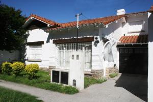 Chalet Barrio Los Troncos, Prázdninové domy  Mar del Plata - big - 2