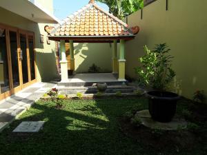 Tahnia Home, Дома для отпуска  Джокьякарта - big - 5