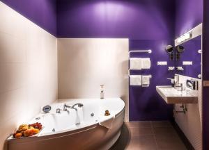 Doppelzimmer mit Whirlpool-Badewanne