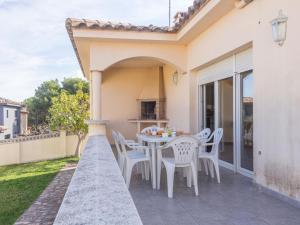 Villa Silvia, Nyaralók  L'Escala - big - 34
