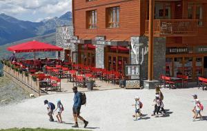 Appart'Hotel Odalys Prestige Eden, Apartmanhotelek  Arc 1800 - big - 53