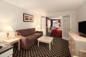 Upgraded Queen Room with Two Queen Beds and Sofa Bed and Kitchenette - Non-Smoking
