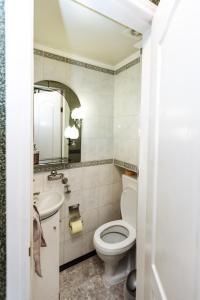Apartments on Teatralna 26, Apartments  Lviv - big - 11