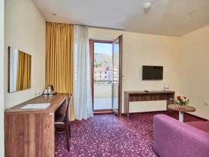 Hotel Pine, Отели  Тиват - big - 8