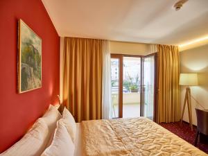 Hotel Pine, Отели  Тиват - big - 12
