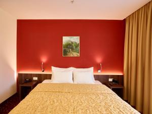 Hotel Pine, Отели  Тиват - big - 16