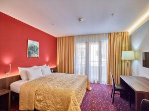 Hotel Pine, Отели  Тиват - big - 14