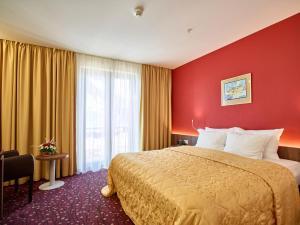 Hotel Pine, Отели  Тиват - big - 32