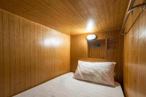 Single Bed in 16-Mixed Cabin