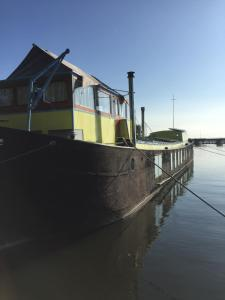 The Island Houseboat