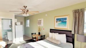 Deluxe Studio with Sea and Pool View