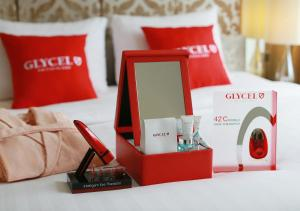 GLYCEL Supreme Beauty Suite with Free WiFi