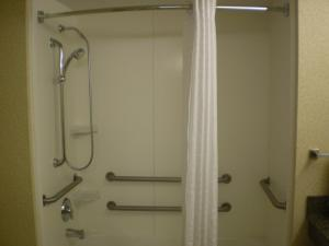 King Room with Disability Access Bathtub - Non-Smoking