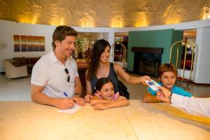 Los Pinos Resort & Spa Termal All Inclusive, Rezorty  Termas de Río Hondo - big - 57
