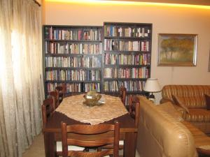 Extra Comfy Apartment, Тирана