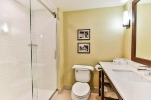 Queen Suite with Two Queen Beds - Shower Only