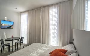 Blue Shades ApartHotel - AbcAlberghi.com