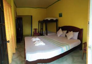 Guanna's Place Room and Resto Bar, Inns  Malapascua Island - big - 4