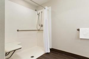 Double Room- Disability Access with Tub/Non-Smoking