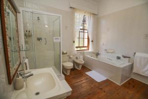 Deluxe Queen Room with Bath and Shower