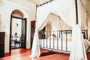 Santorini Heritage Villas, Vily  Megalokhori - big - 158