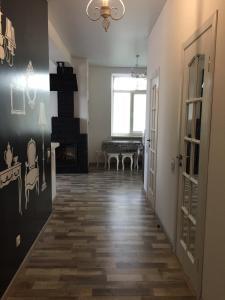 Apartment Premium on Engelsa, Apartmány  Mariupol' - big - 13