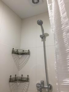 Apartment Premium on Engelsa, Apartmány  Mariupol' - big - 21
