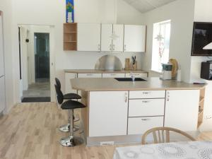 Holiday Home Lønstrup Skallerup 076442, Holiday homes  Hjørring - big - 8
