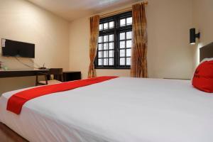 RedDoorz Plus near Halim Perdanakusuma 2, Affittacamere  Giacarta - big - 13