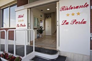 Hotel La Perla, Hotels  Cupra Marittima - big - 21