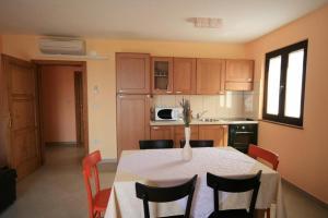 Guesthouse Lovrecica (4245), Apartmány  Lovrečica - big - 7