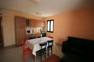Guesthouse Lovrecica (4245), Apartmány  Lovrečica - big - 10