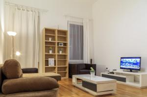 Deluxe Two-Bedroom Apartment with Two Bathrooms