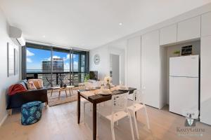 River View 2Bed APT+FREE CAR SPACE Mins to Mel CBD, Apartmanok  Melbourne - big - 3