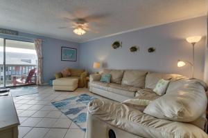Pensacola Beach Breeze, Holiday homes  Pensacola Beach - big - 12