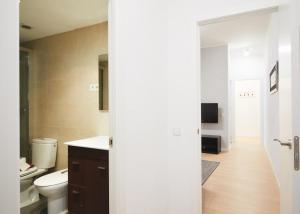 Alcam Valencia II, Apartmanok  Barcelona - big - 15