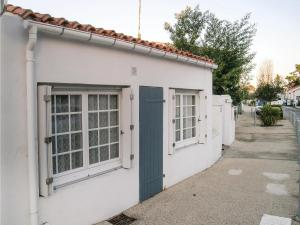 Three-Bedroom Holiday Home in La Tranche sur Mer, Prázdninové domy  La Tranche-sur-Mer - big - 1