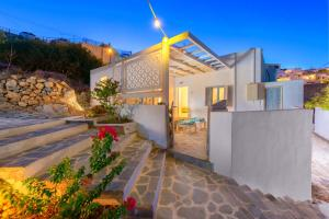 Lindos Above chill out bungalow