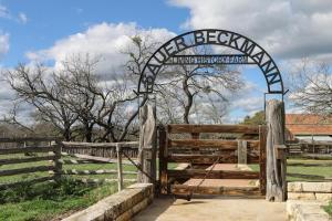 Wine Country Farmhouse, Apartmány  Fredericksburg - big - 19